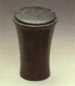 Vase à onguent en diorite d'Egypte du moyen empire 2200-1600 av JC